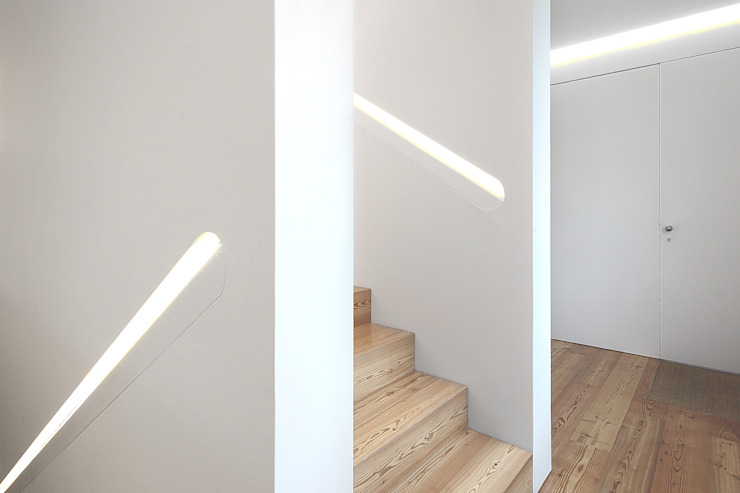 Casa José Prata Corredores, halls e escadas modernos por Barbosa & Guimarães, Lda. Moderno