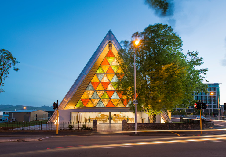 ​Cardboard Cathedral Christchurch od 坂茂建築設計 (Shigeru Ban Architects)