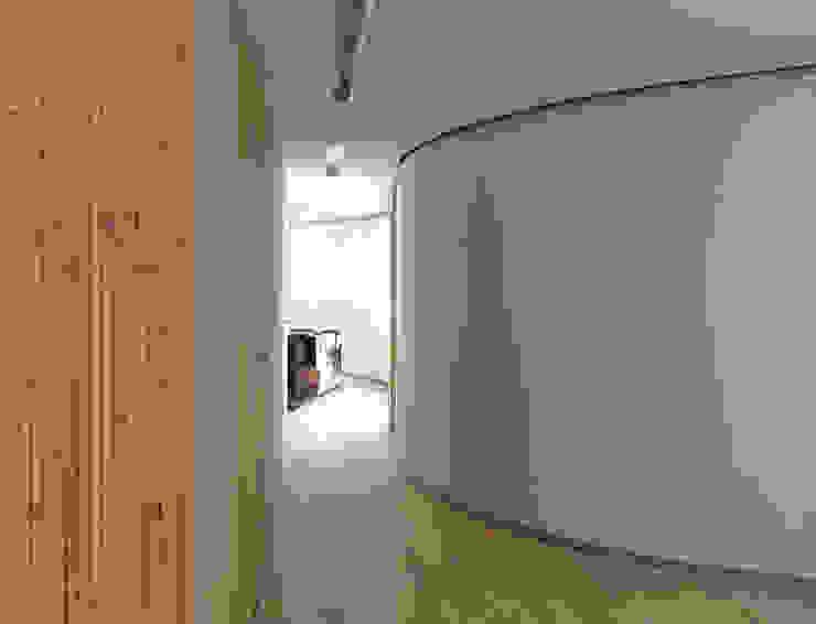 Kurven FinsterwalderArchitekten Moderne Wohnzimmer