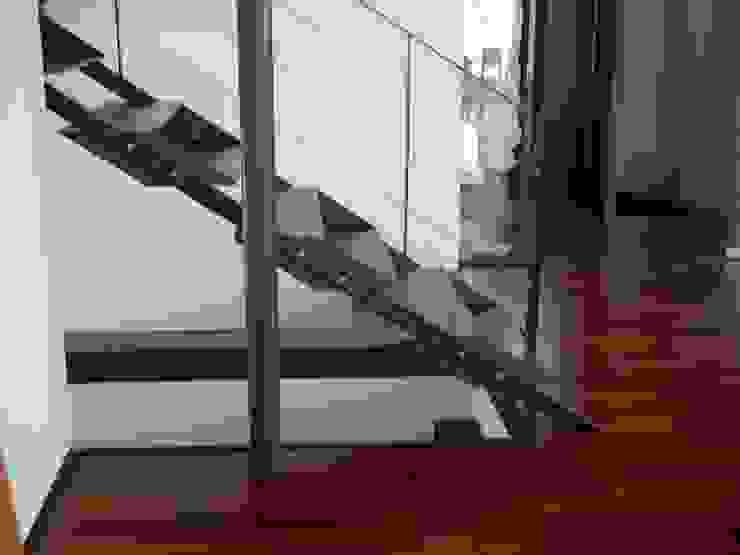 Planungsbüro GAGRO Vestíbulos, pasillos y escalerasEscaleras