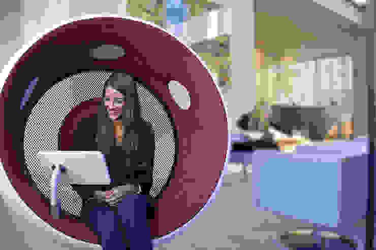 sonic chair im art'otel Nahaufnahme: modern  von designatics production GmbH,Modern