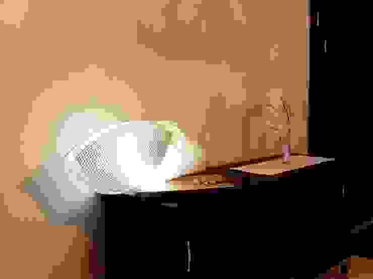 Lampada da tavolo Butterfly di CatturArti design Lab Minimalista