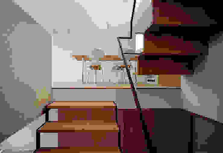 House in Fujikubo Modern Corridor, Hallway and Staircase by 吉田豊建築設計事務所 YUTAKA YOSHIDA ARCHITECT & ASSOCIATES Modern