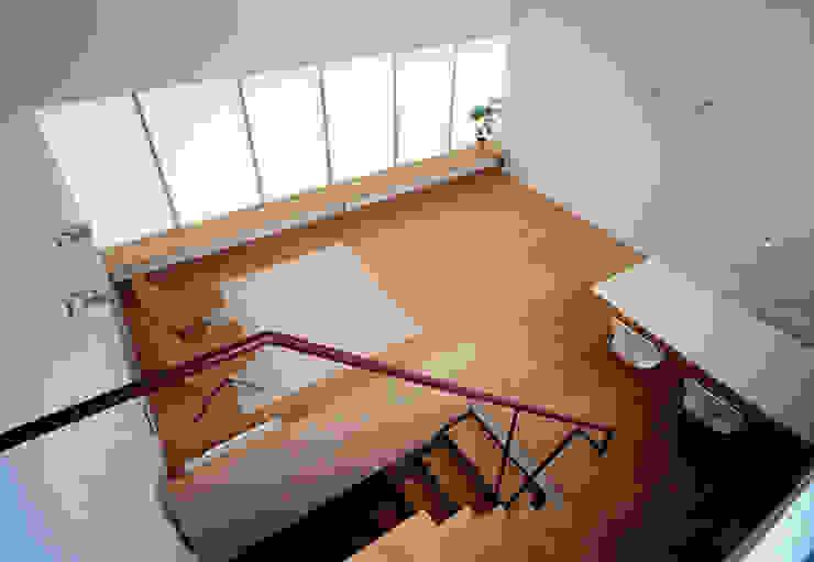 House in Fujikubo Modern Living Room by 吉田豊建築設計事務所 YUTAKA YOSHIDA ARCHITECT & ASSOCIATES Modern