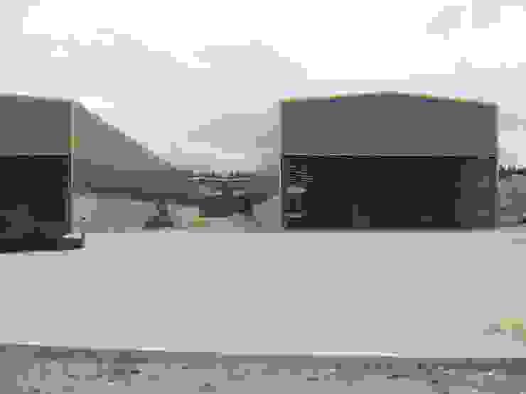 Nave indistrial para EMESA en Coirós Casas de estilo industrial de MUIÑOS + CARBALLO arquitectos Industrial
