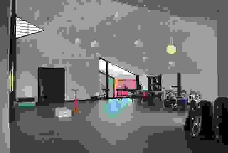 Escuela de Música en Gondomar Escuelas de estilo moderno de MUIÑOS + CARBALLO arquitectos Moderno