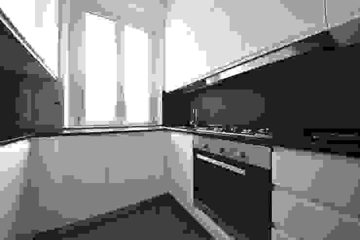 MINI FLAT PARIOLI Cucina minimalista di lad laboratorio architettura e design Minimalista