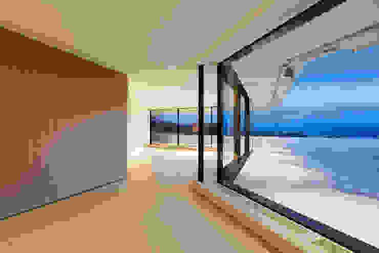 Penthouse Studio Moderner Flur, Diele & Treppenhaus von Hürlemann AG Modern
