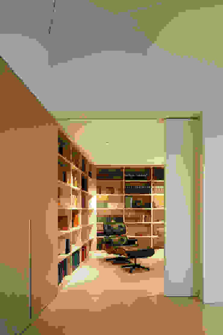 Penthouse Studio Moderne Arbeitszimmer von Hürlemann AG Modern