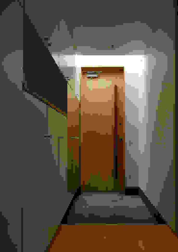 玄関 オリジナルな 窓&ドア の Osamu Sano Architect & associates オリジナル