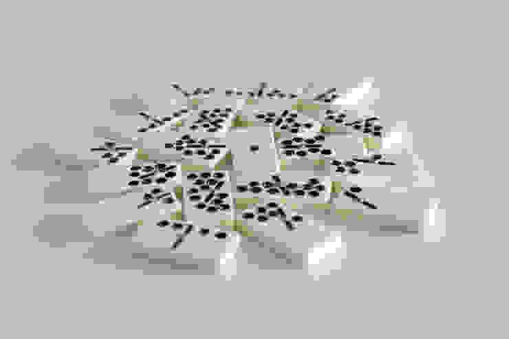 Dominos-gravitation par Suzy Lelièvre