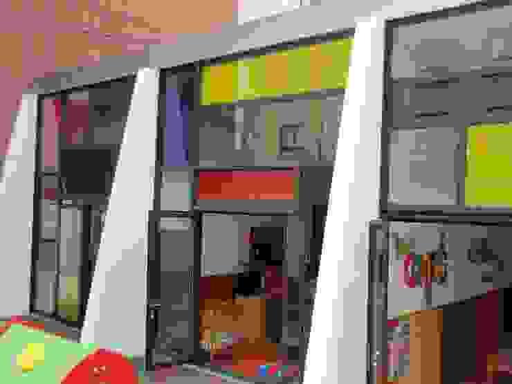 Ecoles modernes par MUIÑOS + CARBALLO arquitectos Moderne