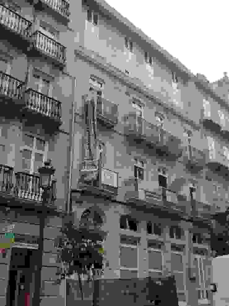 Edificio de viviendas en García Olloqui, Vigo Casas de estilo moderno de MUIÑOS + CARBALLO arquitectos Moderno