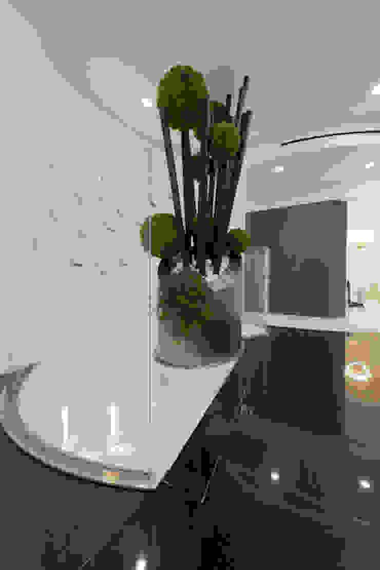 Casa Joe - soggiorno Soggiorno moderno di studiodonizelli Moderno