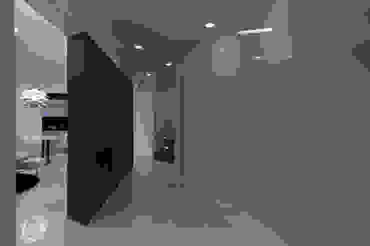 Casa Joe - hall Ingresso, Corridoio & Scale in stile moderno di studiodonizelli Moderno
