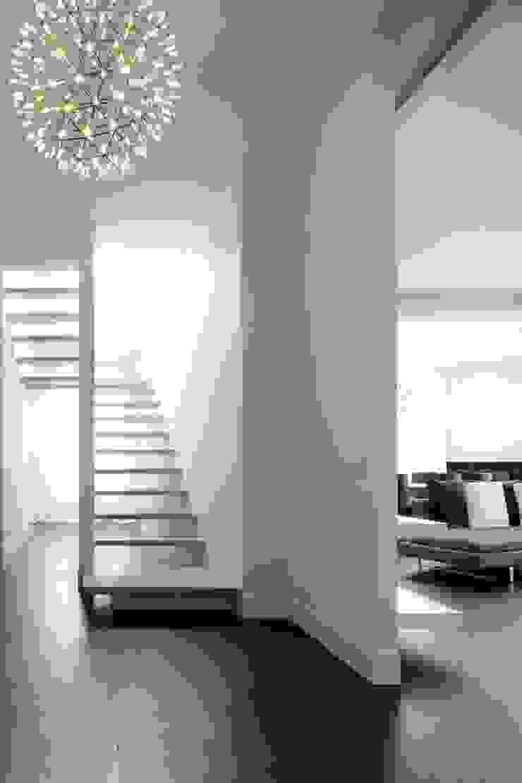 Scala Ingresso, Corridoio & Scale in stile moderno di ANG42 Moderno