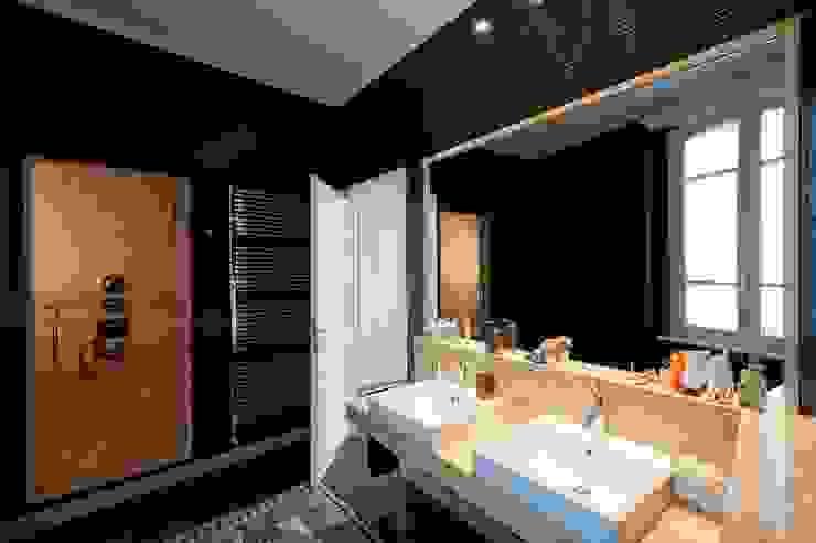 Baños de estilo moderno de studiodonizelli Moderno