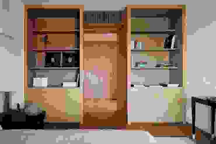camera matrimoniale Camera da letto moderna di ANG42 Moderno