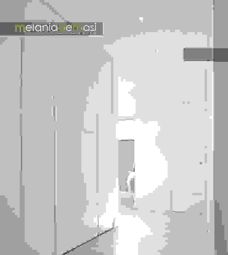 Casa Light Ingresso, Corridoio & Scale di melania de masi architetto