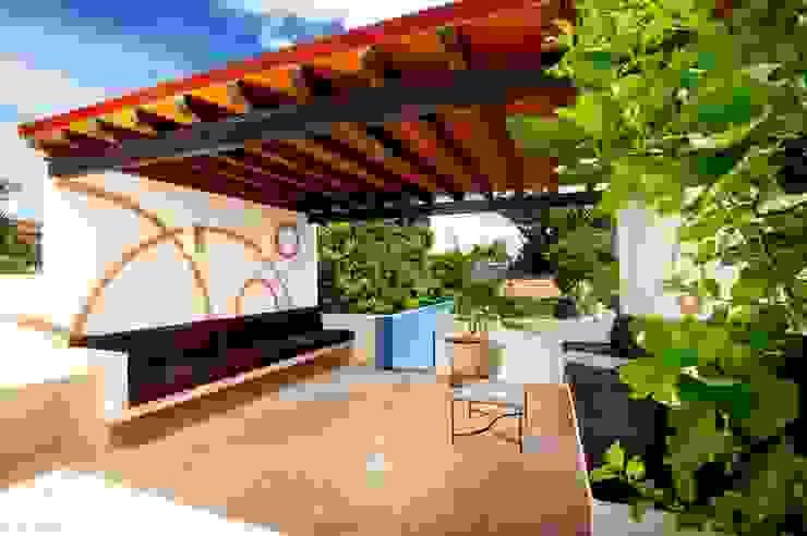 Śródziemnomorski balkon, taras i weranda od Taller Estilo Arquitectura Śródziemnomorski