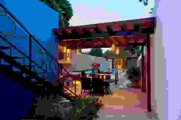 Терраса в средиземноморском стиле от Taller Estilo Arquitectura Средиземноморский