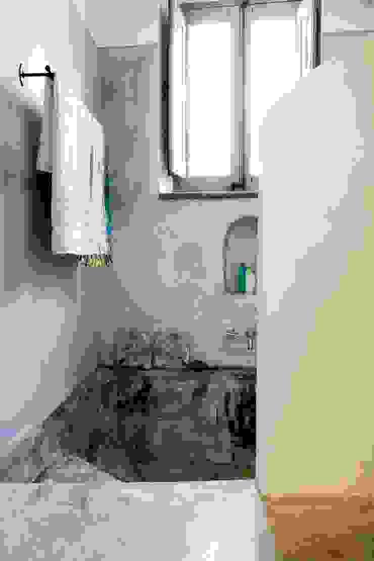 Bagno ospiti - Vasca in muratura di Archigiano Mediterraneo