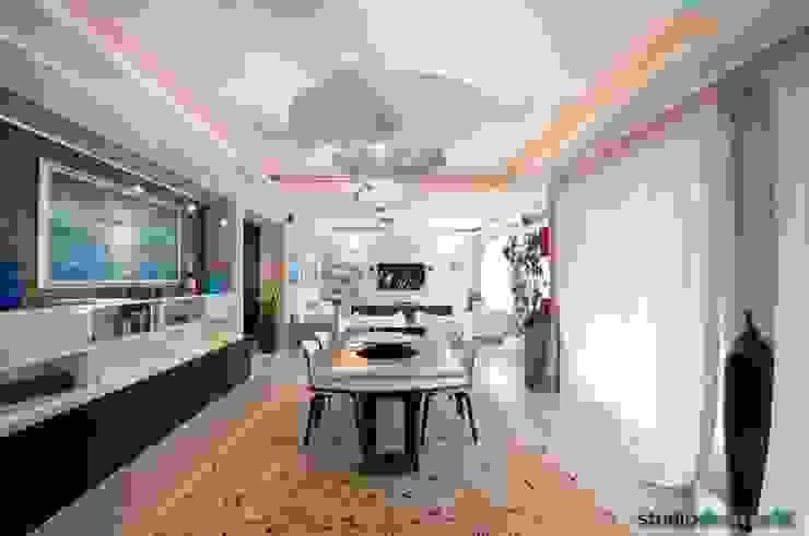 Casa Carilla - Sala pranzo Sala da pranzo moderna di studiodonizelli Moderno