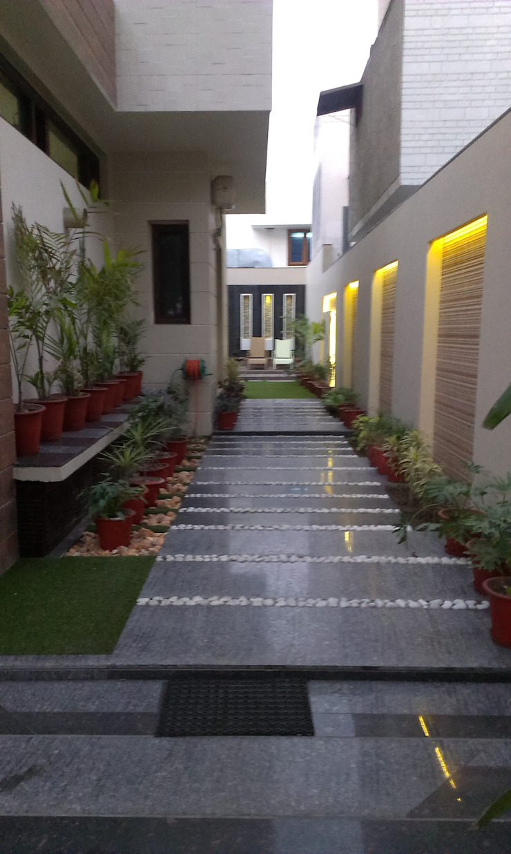 Residence M-35 Modern garden by ArchiDes Modern