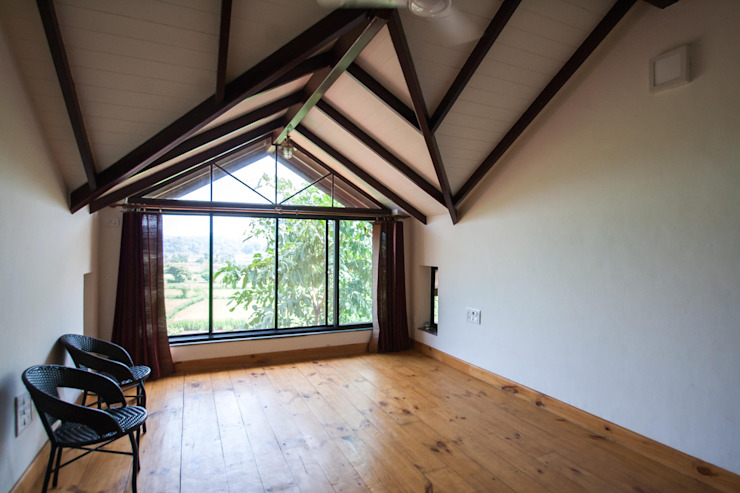 Large window at the dormer Rustic style study/office by M+P Architects Collaborative Rustic