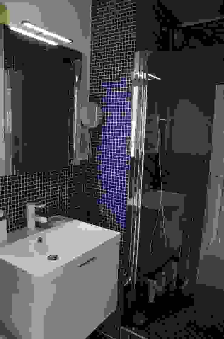 Modern Bathroom by Espaces à Rêver Modern