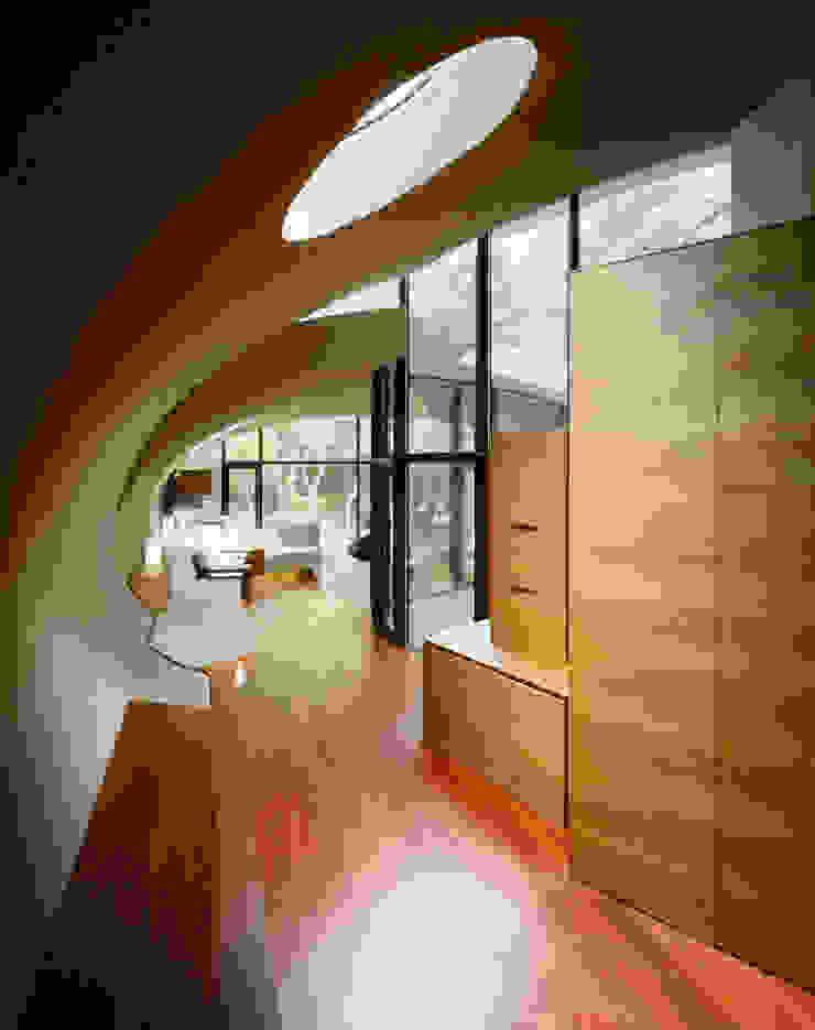 SHELL Moderner Flur, Diele & Treppenhaus von ARTechnic architects / アールテクニック Modern