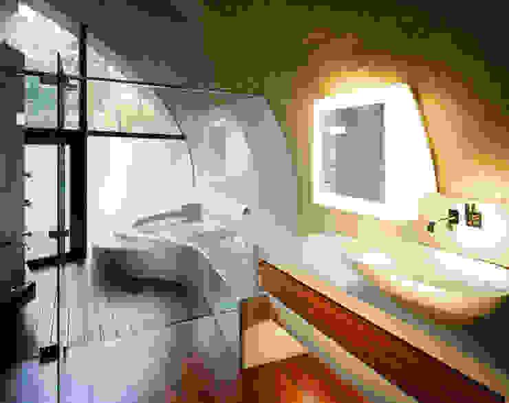 SHELL Banheiros modernos por ARTechnic architects / アールテクニック Moderno