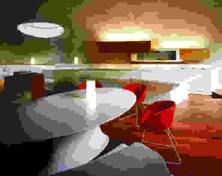 SHELL Salas multimídia modernas por ARTechnic architects / アールテクニック Moderno