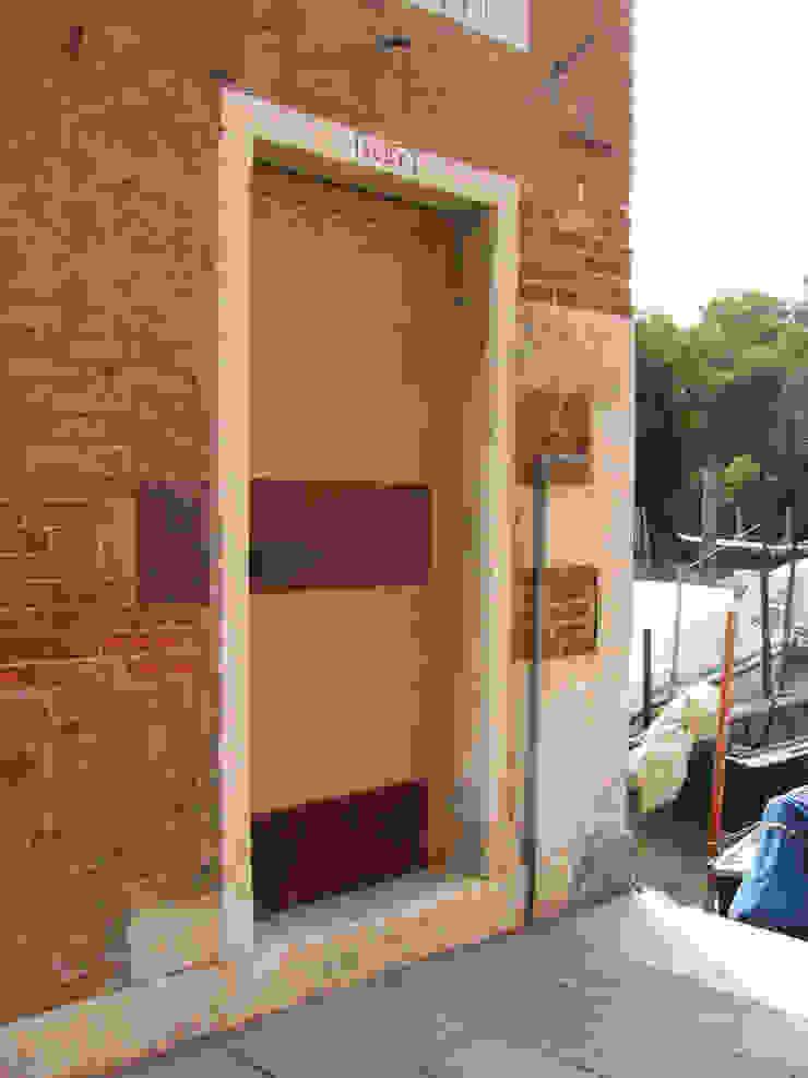 ingresso Case moderne di nicola feriotti studio Moderno