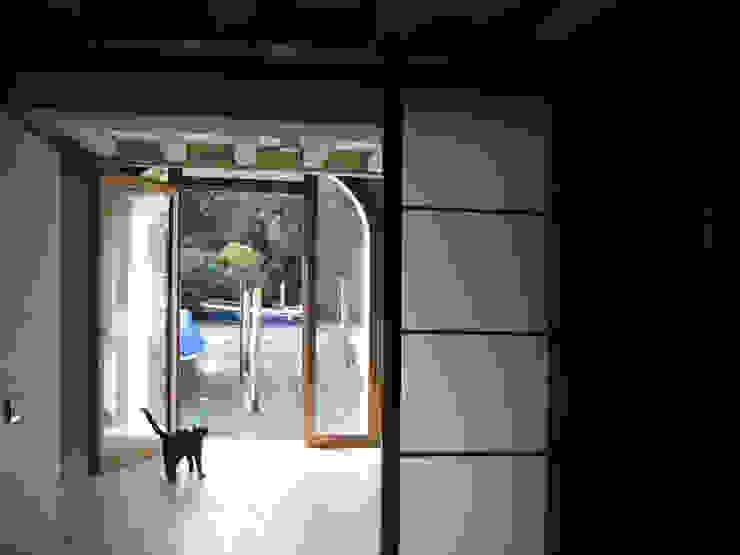 piano terra - porta d'acqua Case moderne di nicola feriotti studio Moderno