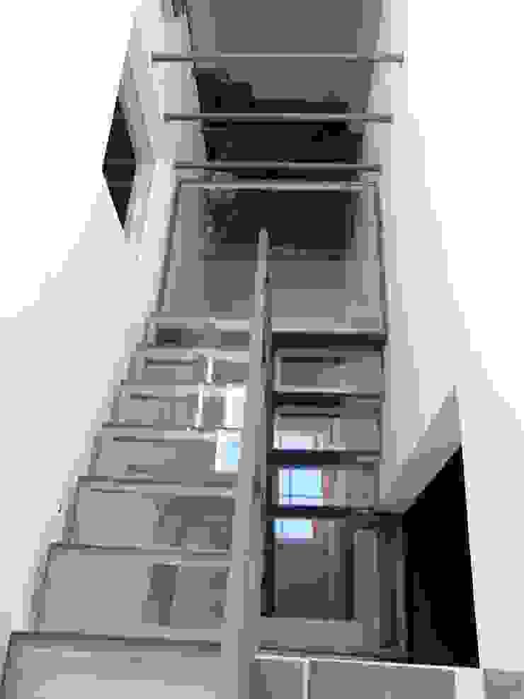 Ristrutturazione residenziale a Firenze Ingresso, Corridoio & Scale in stile moderno di de vita e fici architetti associati Moderno