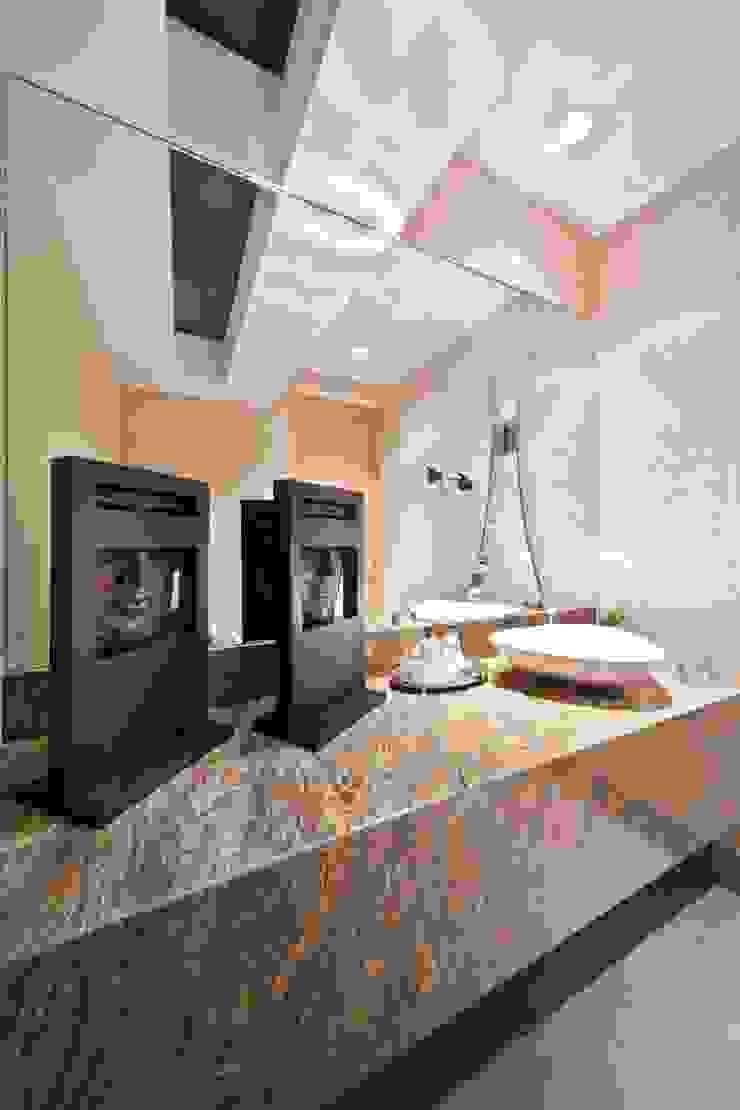 Modern Bathroom by ARQUIPLAN Modern