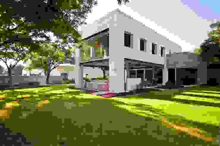 Modern Houses by ARQUIPLAN Modern