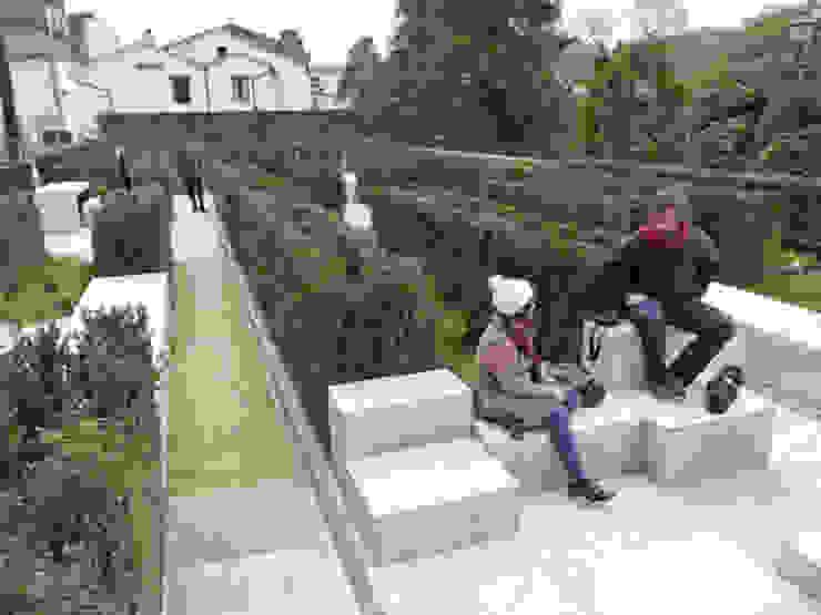 Espacio público en el entorno de la iglesia de San Fructuoso Jardines de Ansedequintans Arquitectos
