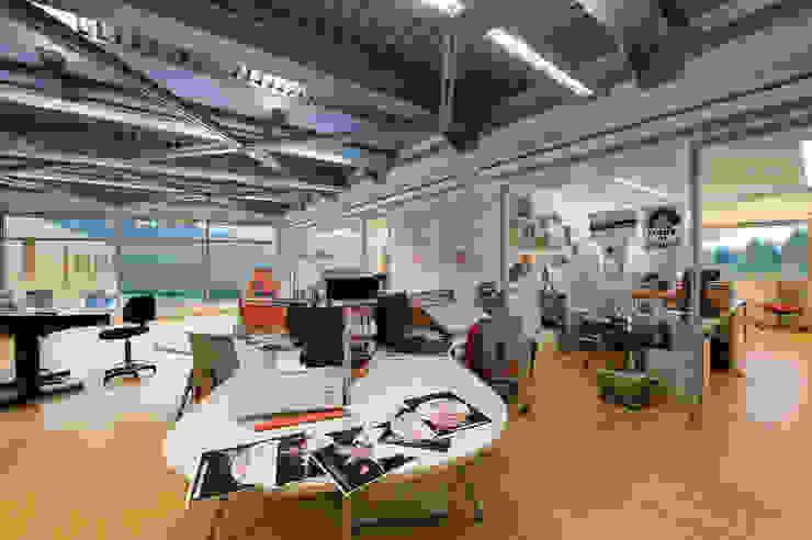 RAINBOW Imagination factory Studio moderno di Studio Bianchi Architettura Moderno