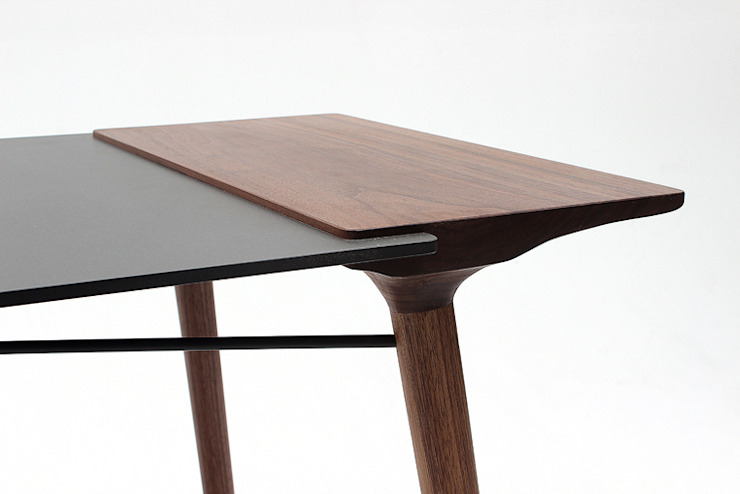덥석 Table: modern  von Yang Woong Gul Furniture Studio,Modern