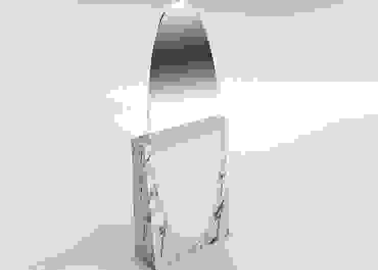 PSYCHE: minimalist  by LAURENTMULLER, Minimalist