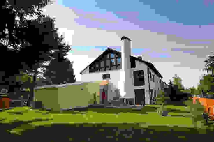Ansicht Gartenseite Moderne Häuser von Planungsbüro Schilling Modern