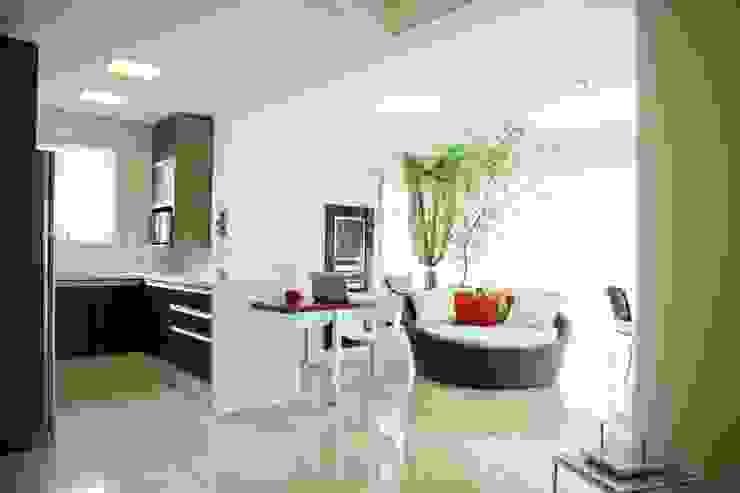 Apartamento em Balneário Camboriú/SC Salas de estar por Daniela Vieira Arquitetura