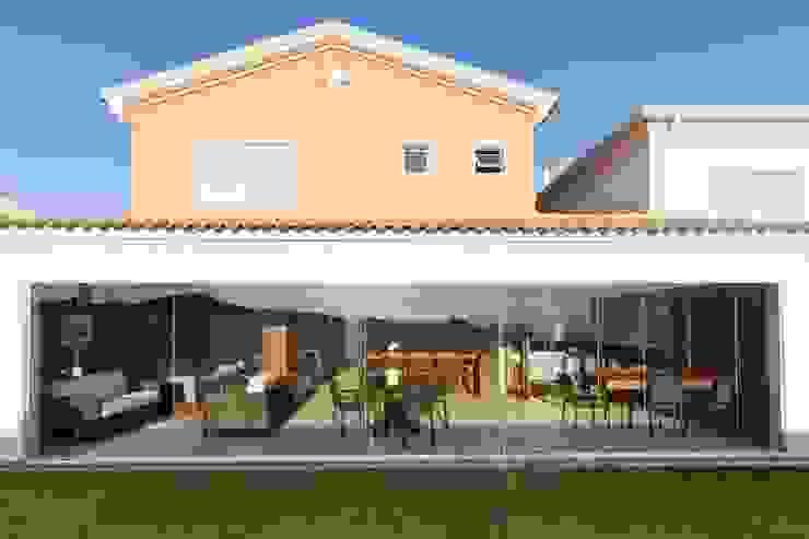 Residência Alphaville por Conseil Brasil Arquitetura e Interiores Minimalista