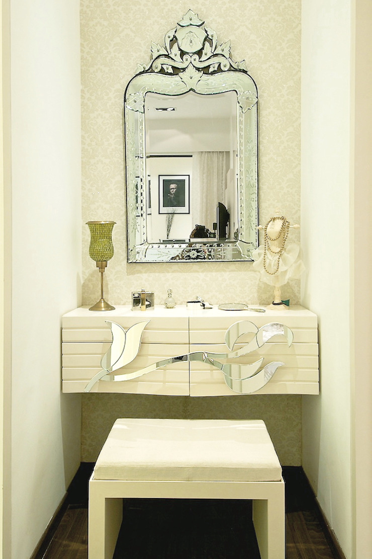 DRESSER IN MASTER ROOM shahen mistry architects Eclectic style dressing rooms
