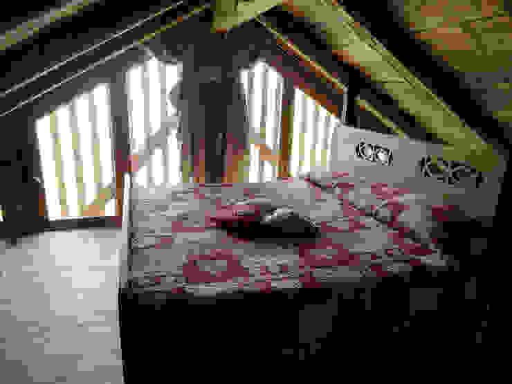 RISTRUTTURAZIONE EDIFICIO RURALE Camera da letto in stile rustico di zanella architettura Rustico
