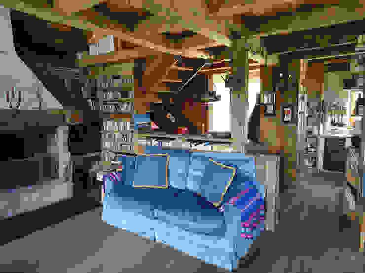 Salas de estilo rústico de zanella architettura Rústico