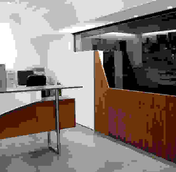 Foto-video Lab & Shop Negozi & Locali commerciali moderni di marco olivo Moderno