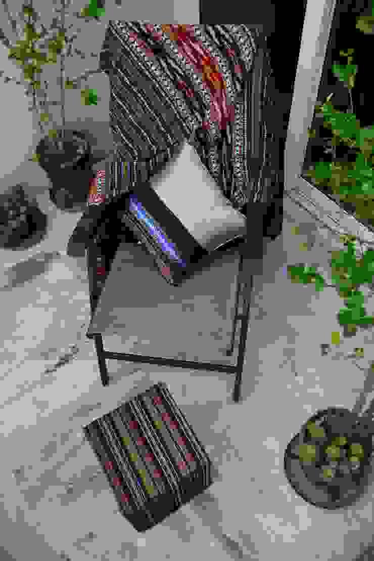 Sit Outs : minimalist  by TUNI Interiors Pvt. Ltd. ,Minimalist